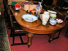 A large Victorian oak winder dining table on turned tapering supports, having four leaves - 275cm x 130cm