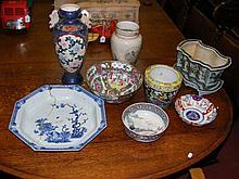 Selection of oriental ceramicware, including jardiniere, Imari bowl