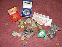 Selection of collectable coinage and banknotes, including crowns, etc.