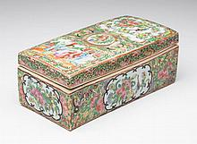 CHINESE EXPORT PORCELAIN ROSE MEDALLION PAINT BRUSH BOX AND COVER