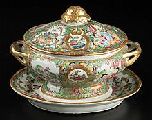 CHINESE EXPORT PORCELAIN ROSE MEDALLION SAUCE TUREEN, COVER AND STAND, LOT OF TWO