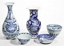 ASIAN BLUE AND WHITE PORCELAIN ARTICLES, LOT OF FIVE
