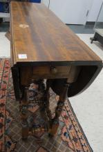 WILLIAM & MARY STYLE MAHOGANY GATE-LEG, DROP-LEAF TABLE. HEIGHT 30