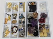 LOT ASSORTED FASHION COSTUME JEWELRY BROOCHES