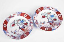 PAIR JAPANESE FAMILLE ROSE DECORATED PORCELAIN SHALLOW BOWLS, 19TH CENTURY. DIAMETER 9 3/4