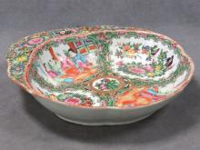 CHINESE ROSE MEDALLION DECORATED PORCELAIN SHRIMP DISH, 19TH CENTURY. LENGTH 10