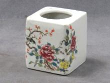 CHINESE FAMILLE ROSE DECORATED PORCELAIN BRUSH WASH. HEIGHT 3