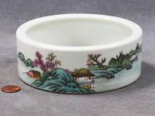 CHINESE FAMILLE ROSE DECORATED PORCELAIN BRUSH WASH, BEARING SPURIOUS CH'IEN LUNG SEAL FORM MARK. HEIGHT 2