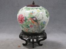 CHINESE FAMILLE ROSE DECORATED PORCELAIN JAR WITH WOODEN LID (ON STAND). HEIGHT 13