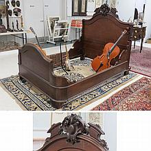 VICTORIAN CARVED WALNUT BED, 19TH CENTURY