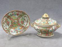 CHINESE ROSE MEDALLION DECORATED PORCELAIN COVERED TUREEN, 19TH CENTURY. HEIGHT 6 1/2