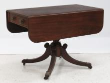 NY FEDERAL CARVED MAHOGANY SINGLE-DRAWER DROP-LEAF BREAKFAST TABLE, 19TH CENTURY. HEIGHT 28