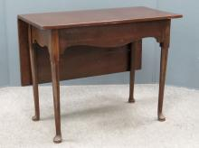 QUEEN ANNE STYLE MAHOGANY SINGLE DROP LEAF TABLE, 19TH CENTURY. HEIGHT 28