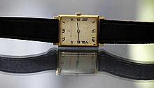 Men's Watch. Universal Geneve. 18k Gold.