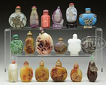 LOT OF EIGHTEEN HARD STONE AND AGATE SNUFF BOTTLES.