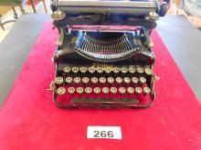 Erika - Seidel & Maumann - Dresden Vintage German Typewriter