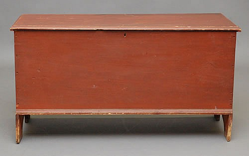 19TH CENT. NEW ENGLAND PAINTED BLANKET BOX