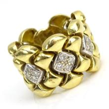 Vintage Flexible Link 14 Karat Yellow Gold and Small Round Cut Diamond Ring.