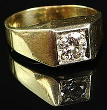Man's Vintage Approx. 1.0 Carat Round Brilliant Cut Diamond and 14 Karat Yellow Gold Ring. Diamond G-H Color, VS2 Clarity. Ring Size 13. Minor Surface Wear from Normal Use Otherwise Good Condition. Approx. Weight: 4.90 Pennyweights. Shipping $26.00