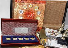 Lot Numismatic in the trunk, thereby Euro Set San Marino, Estonia, etc.