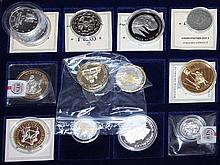 Lot of coins and medals in a wooden box, a total of 18 pieces, mostly Europe,