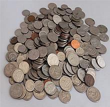 Lot circulation coins , mostly US, small treasure trove