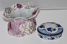 2 porcelain vases, various formations attending Gerhold, doing a lidded box.