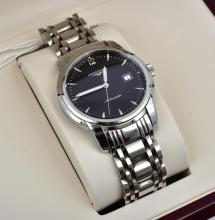 A LONGINES AUTOMATIC STAINLESS STEEL CASE AND BANDS, BOXED WITH PAPERS.