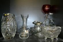 A SHELF OF PRESS GLASS AND ONE PIECE OF CRYSTAL INCLUDING ROYAL DOULTON