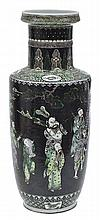 A LARGE CHINESE FAMILLE VERT ENAMELLED VASE POSSIBLY KANGXI PERIOD (1662-1722)