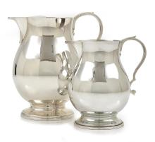 A MATCHING STERLING SILVER WATER JUG AND CREAM JUG HARDY BROS / LONDON / 1977