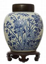 A CHINESE PORCELAIN JAR, QING DYNASTY