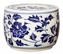 A BLUE AND WHITE CRICKET JAR, WITH XUANDE MARK