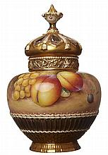A LATE 20TH CENTURY ROYAL WORCESTER POTPOURRI VASE AND COVER