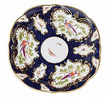 A LATE WORCESTER PORCELAIN PLATE, CIRCA 1780-1800