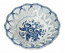 A WORCESTER DR WALL BLUE AND WHITE PORCELAIN DISH, CIRCA 1770-1780