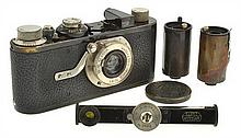 LEICA I OUTFIT NO. 19550 (1929) WITH ELMAR 3.5 LENS, 2 LEICA CASSETTES, RANGEFINDER AND ER CASE, CONDITION: 5