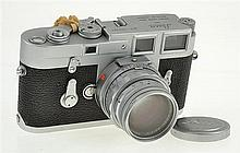 LEICA M3 SINGLE STROKE NO. 972802 (1959) WITH SUMMICRON CLOSE FOCUS 2.0 NO. 2323156 LENS, (1958) LENS CAP, UV FILTER AND ER CASE CON...