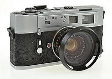 LEICA M5 NO. 2625722 WITH SUMMILUX 1.4 35MM NO. 2825722 LENS CONDITION: 5 (CASE SHOWING SIGNS OF WEAR, STITCHING SPLIT)