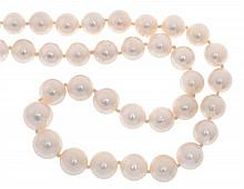 A STRAND OF SOUTH SEA PEARLS