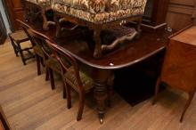 A VICTORIAN CEDAR EXTENSION DINING TABLE WITH TWO LEAVES