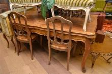 A FRENCH PROVINCIAL PARQUETRY TOP EXTENSION DINING TABLE.