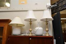 A COLLECTION OF BRASS AND CERAMIC TABLE LAMPS