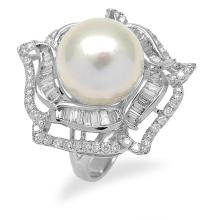 A SOUTH SEA PEARL AND DIAMOND RING