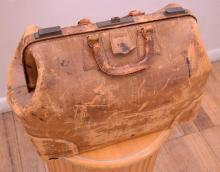 A EARLY 20TH CENTURY J. K. GLADSTONE BAG