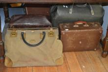 SIX VINTAGE BAGS, INCL DOCTORS AND SUITCASES