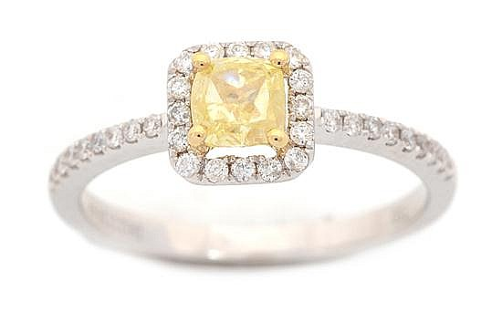 A YELLOW AND WHITE DIAMOND CLUSTER RING