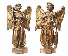 A PAIR OF BAROQUE ITALIAN GILDED CARVED LIMEWOOD ANGEL FIGURES, EARLY 18TH CENTURY