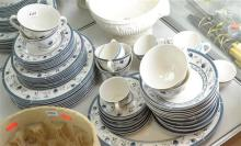 A ROYAL DOULTON CAMBRIDGE LUNCH SERVICE FOR SEVEN (SOME FAULTS)