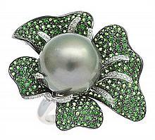 A TAHITIAN PEARL, TSAVORITE GARNET AND DIAMOND RING